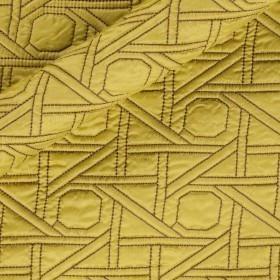 Trapunta con ricamo geometrico